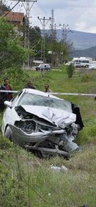 Kastamonu'da iki otomobil çarpıştı: 3 ölü, 4 yaralı