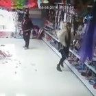 Eli sopalı kadınlar dükkanı alt üstü etti