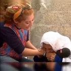 TRT muhabirinin kolunu ısıran nine sosyal meyda gündeminde