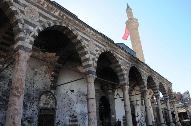Sur'da 2 cami yıkıldı, 5 tarihi cami kullanılamaz hale geldi
