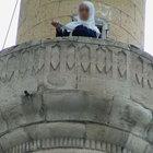 Ağrı'da bir kadın bıçakla minareye çıkıp intihar etmek istedi