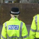 İngiltere'de polis müdürleri barda 'göğüs' kavgası yaptı