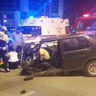 Denizli'deki kazada otomobil ikiye ayrıldı