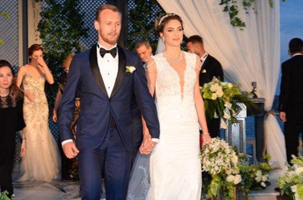 Galatasaraylı oyuncu Semih Kaya Yasemen Saylar ile evlendi!