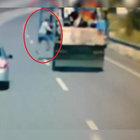Antalya'da freni patlayan kamyondan böyle atladı