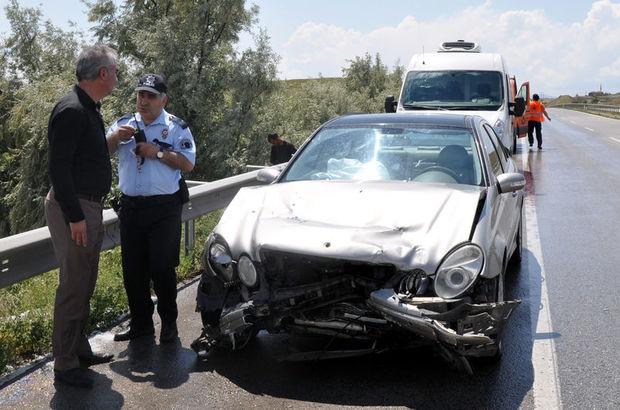 Kırıkkale'de zincirleme kaza: 3'ü polis 4 yaralı