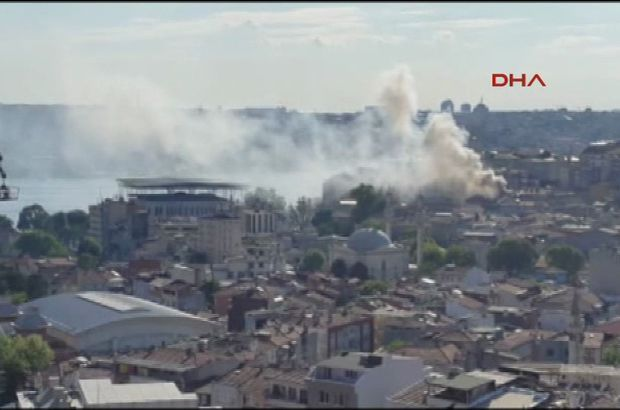 Kasımpaşa'da çocukların çıkardığı yangın evi küle çevirdi