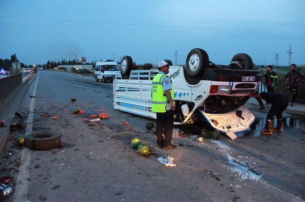 Adana'da tarım işçilerini taşıyan kamyonet kaza yaptı