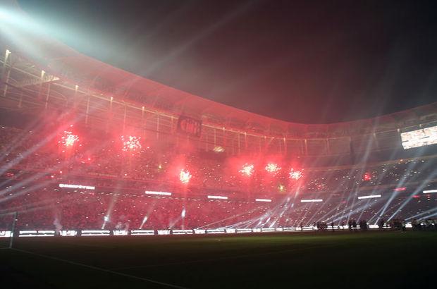 Beşiktaş, Vodafone Arena'da kupasını kaldırıyor