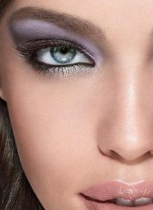İşte yazın renkli göz makyajı önerileri!