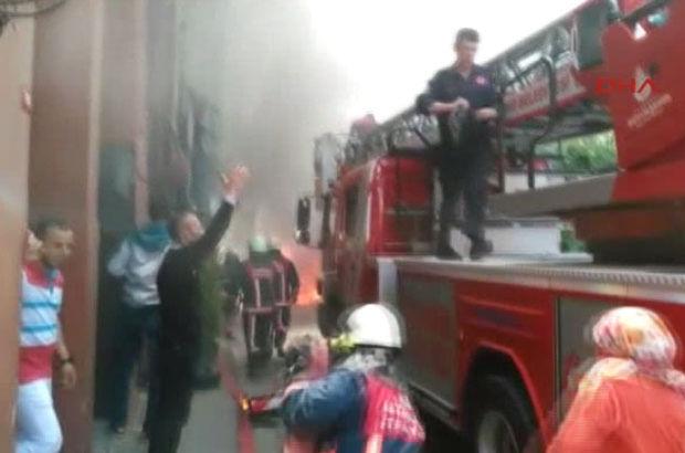 Son Dakika: İstanbul Balat'ta 3 katlı bina yangına teslim oldu