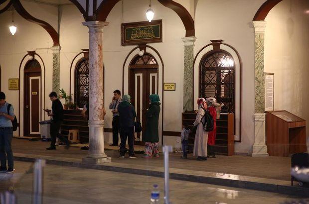Tarihi camide namaz kılarken öldü