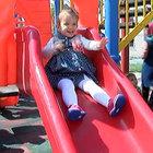 Şehit Yeniören'in kızları babalarının adının verildiği parkta oyun oynadı