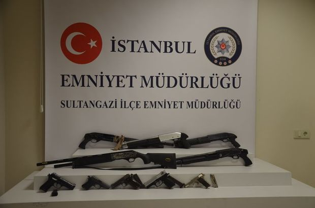 Sultangazi'de çuval içerisine saklanmış 5 adet tüfek ve 5 adet tabanca ele geçirildi.