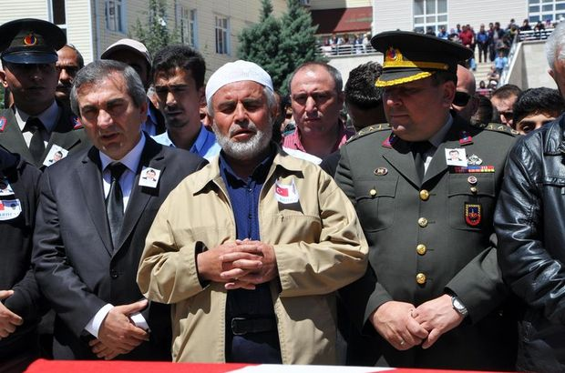 Şehit polis Mücahit Erbaş'ın cenaze namazını babası kıldırdı