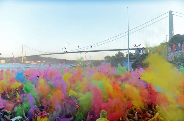 Beşiktaş Color Up'la gökkuşağına döndü