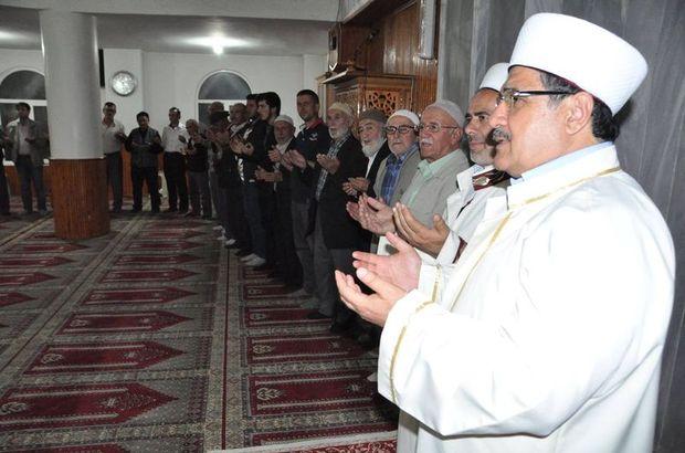 Kandil geceleri: Berat kandili duası ve ibadetleri (Mustafa Karataş hoca anlatımıyla-VİDEO)