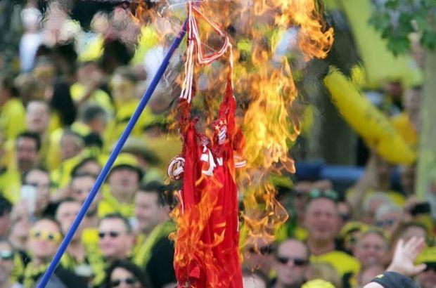 Bayern Münih forması yaktılar