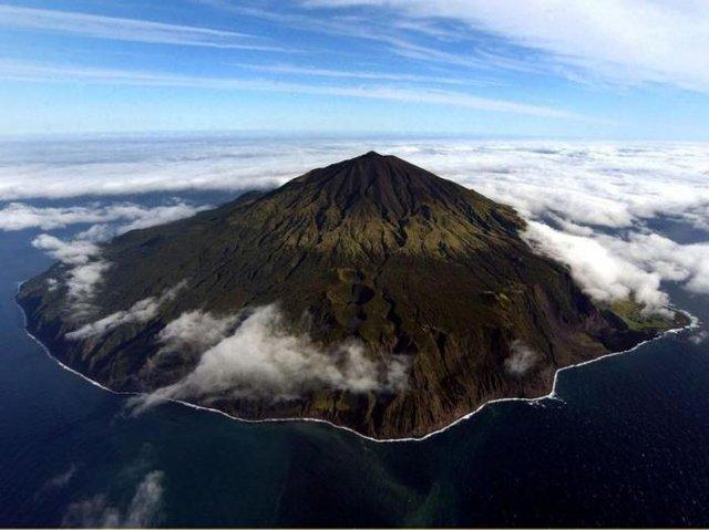 Yıllık 107 bin TL maaşla bu adada çalışmak ister misiniz?