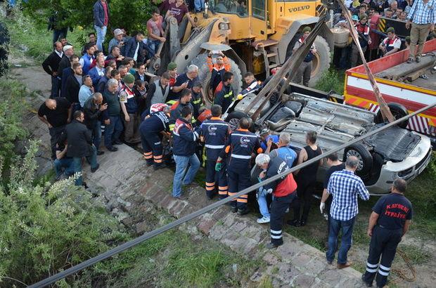 Otomobil Kızılırmak Nehri'ne uçtu: 3 ölü