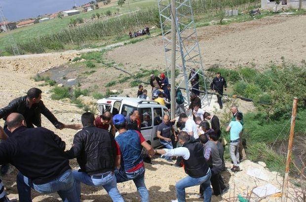 Karaman'da kamyonet ile hafif ticari araç çarpıştı: 11 yaralı