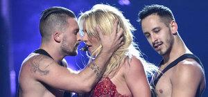 Britney Spears, direk dansıyla Billboard Müzik Ödülleri'ne damgasını vurdu