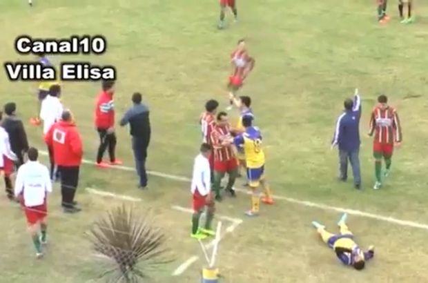 Arjantin'de oynanan bir Bölgesel amatör maçında yüzüne darbe alan futbolcu hayatını kaybetti