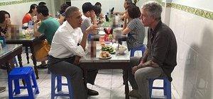 Obama ve Bourdain Vietnam'da 6 dolara yemek yedi