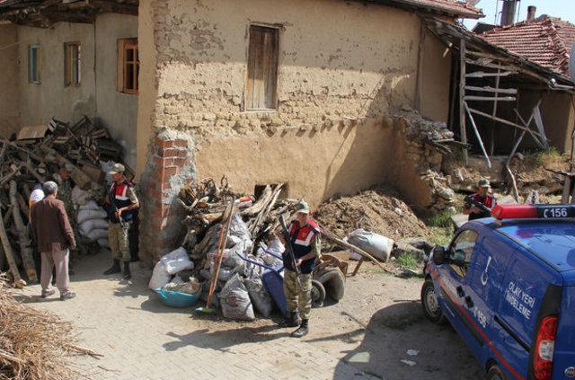 Malatya'da kayıp genç için dedesinin evinde kazı çalışması başladı