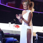 Amanda Holden elbisesiyle olay yarattı