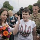 Rehin alınan Ukraynalı pilot ve milletvekili geri döndü