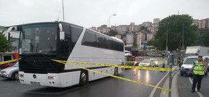Eyüp'te bir kişi kavşağı kaçırıp geri geri gelen otobüsün altında kaldı