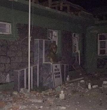 Mardin�in Midyat il�esinde jandarma karakoluna ter�ristler taraf�ndan bombal� ara�la d�zenlenen sald�r�da 1 asker 2 korucu �ehit oldu