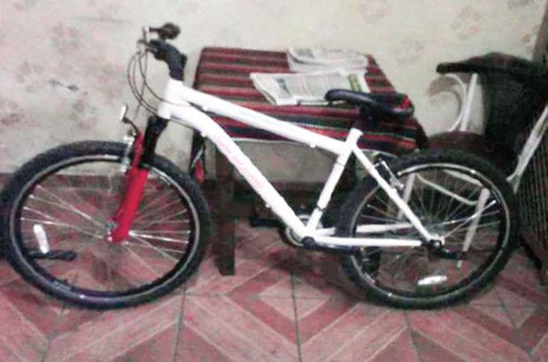 Öğrenciler hediye edilen bisikletleri satışa çıkardı