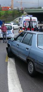 Kaza yerinde inceleme yapan polislere araç çarptı