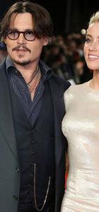 Johnny Deep, Amber Heard'ün yüzüne telefon fırlattı