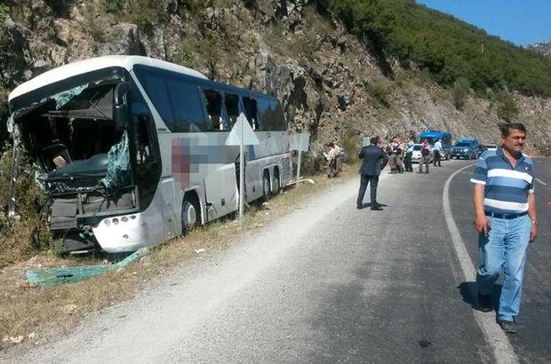 Antalya'da yolcu otobüsü kayalığa çarptı: 2 ölü, 5 yaralı