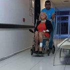 Muğla'da uçağın merdiveninden inerken düşen 3 Alman turist yaralandı