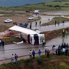 Kastamonu'da TIR devrildi: 2 kişi yaralandı
