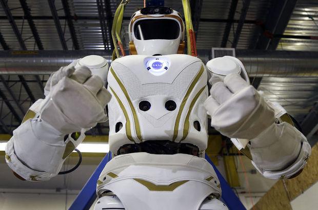 Foxconn, insanların yerine robotları koyuyor