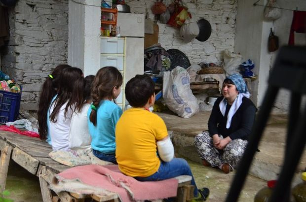 Menderes Akdağ öğretmeni Meral Özçöllü'nün belgeselini çekti