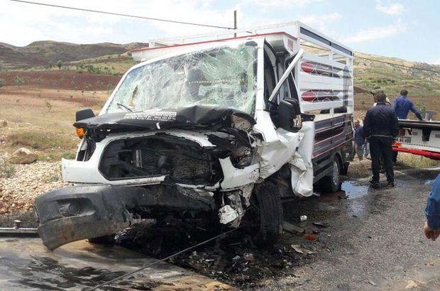 Siirt'te 2 otomobil kafa kafa çarpıştı: 6 yaralı
