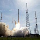 Elon Musk'ın şirketi uzay taşımacılığına başladı
