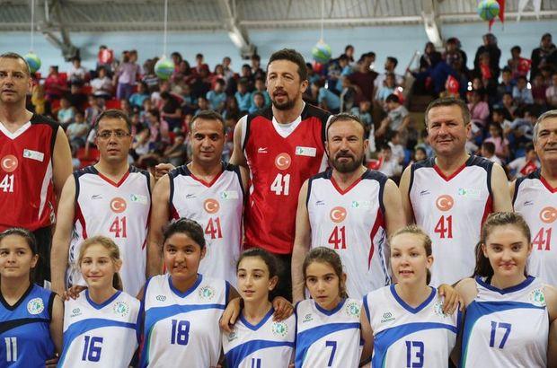 Hidayet Türkoğlu'ndan 5 bin basketbol topu dağıttı