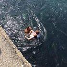 Üsküdar'da denize düşen kızı vatandaşlar kurtardı