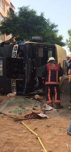 Gültepe'de minibüs devrildi: 10 yaralı