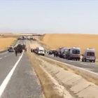 Silvan'da askeri aracın geçişi sırasında patlama: 8 asker yaralı