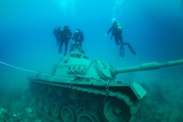45 tonluk tank Akdeniz'in derinliklerinde