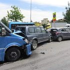 Ataşehir'de kontrolden çıkan minibüs 5 araca çarptı, 4 kişi yaralandı