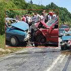 Ereğli'de iki otomobil kafa kafaya çarpıştı